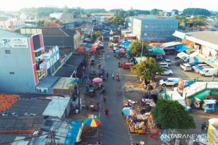PD Pasar Kota Tangerang beri jarak lapak PKL di pasar anyar cegah COVID-19