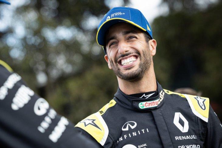 Daniel Ricciardo terbuka matanya soal rasisme menyusul komentar Hamilton