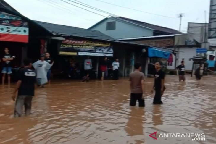 Hujan deras akibatkan sejumlah lokasi di Kota Sukabumi tergenang banjir