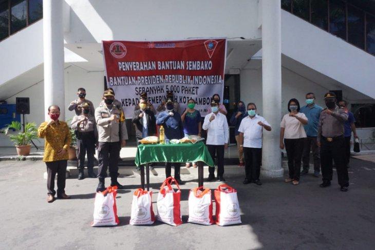 Pemkot Ambon salurkan 5.000 paket sembako bantuan Presiden Jokowi