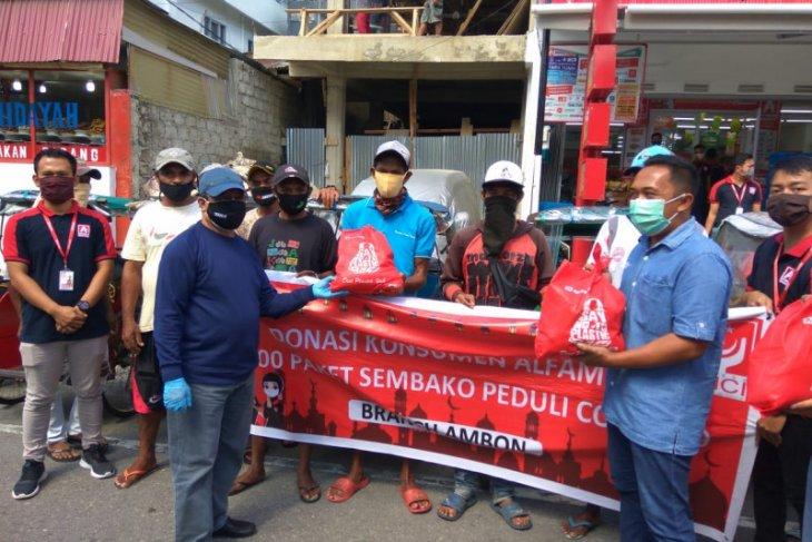 Pengelola donasi konsumen Alfamidi bagi 1.000 paket sembako bagi warga Ambon