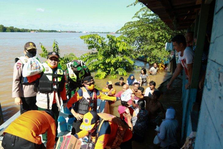 Gubernur cek tinggi muka air Sungai Batanghari di Pelayangan