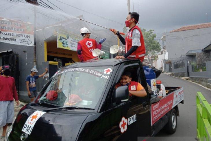 Relawan PMI Baros Kota Sukabumi keliling edukasi warga cara cegah wabah corona
