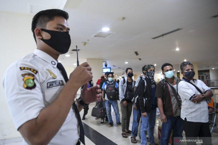 Jakarta to quarantine, return entrants unable to present entry permit