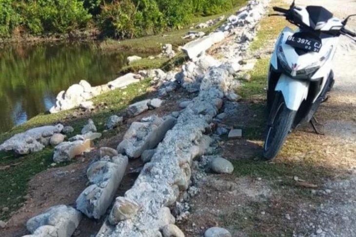 Bangunan Desa Padang Bak Jok Dirusak OTK, wabup Abdya berang