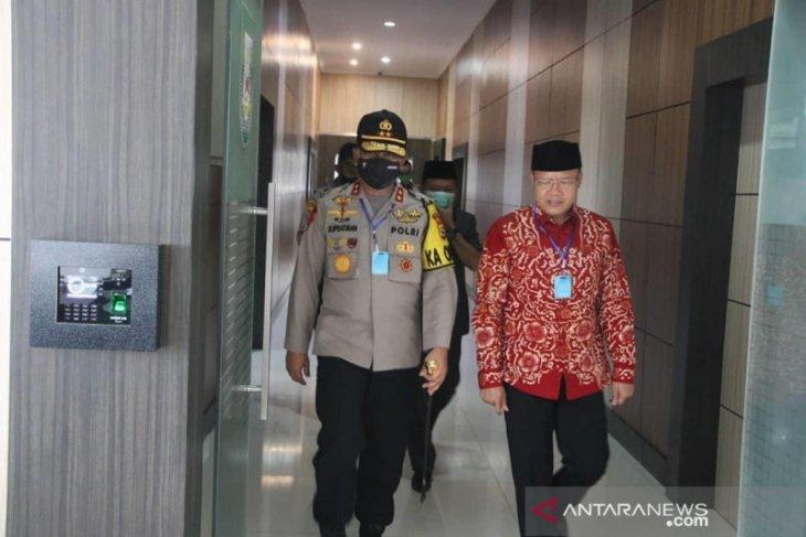 Hasil swab kedua mantan Kapolda Bengkulu negatif