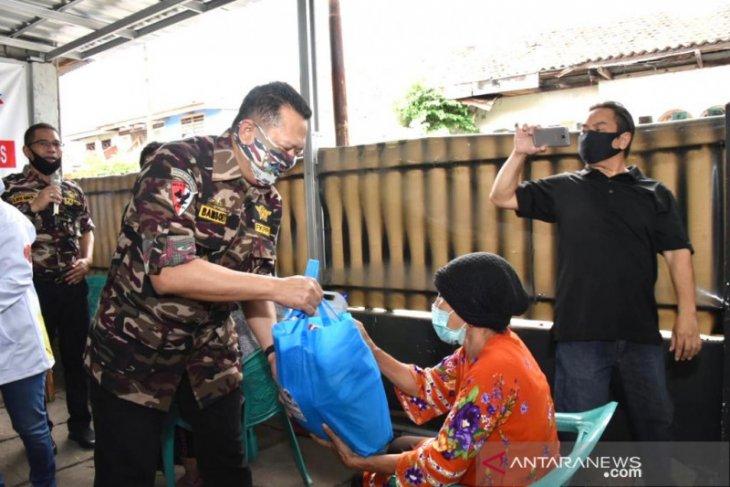 Ketua MPR bagikan sembako ke veteran dan warakawuri TNI/Polri