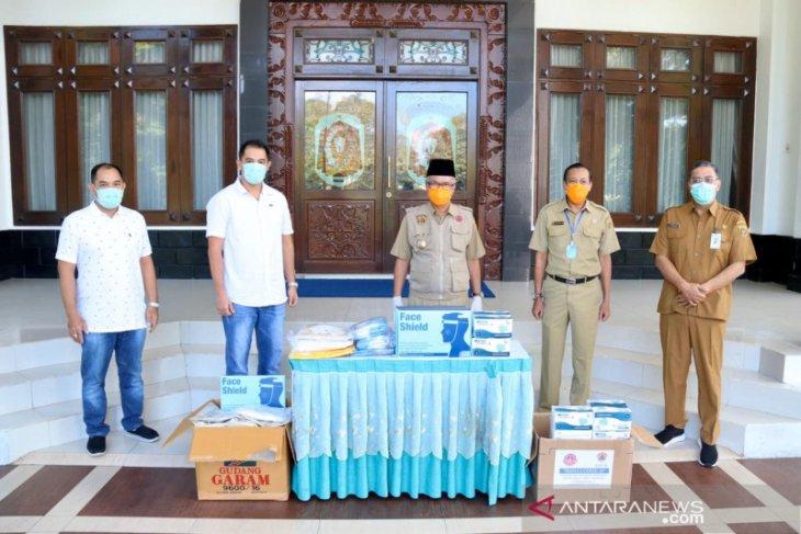 Walikota Syaharie Jaang terima bantuan alat kesehatan untuk tenaga medis