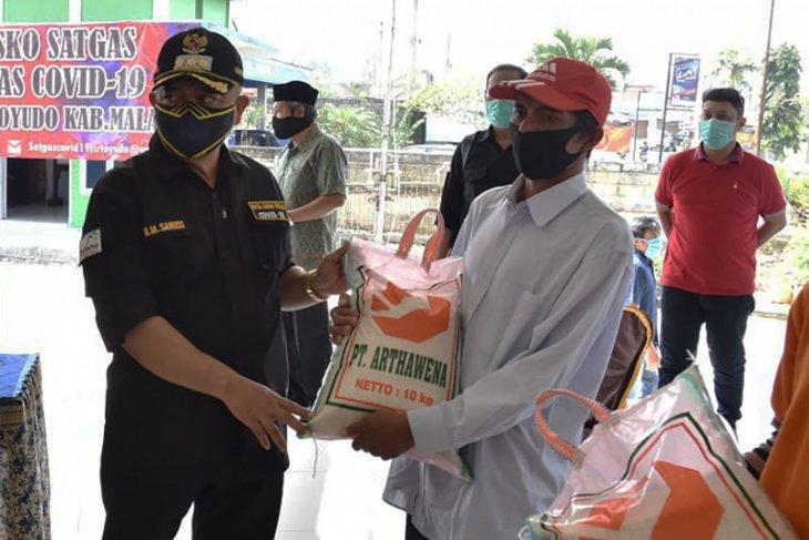 Pemkab Malang salurkan bantuan kepada ratusan pengemudi jip wisata Bromo