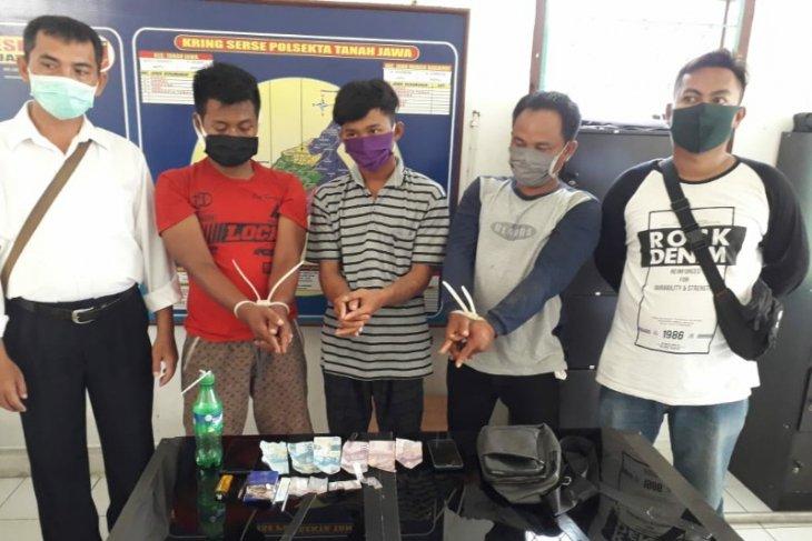 Transaksi sabu di teras rumah, tiga pemuda di Simalungun diringkus kepolisian