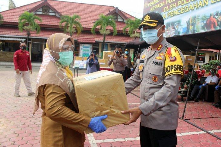 Polres Paser serahkan bantuan APD untuk tenaga kesehatan