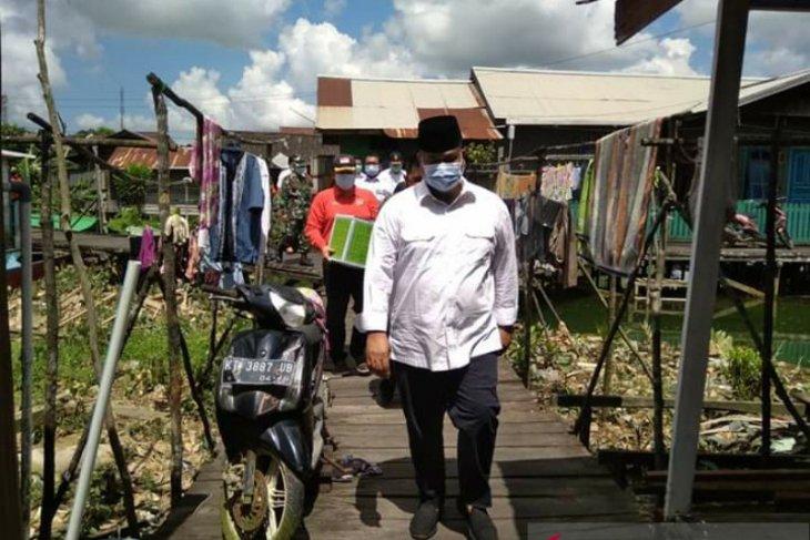 Bupati Apresiasi PGRI Sanga-Sanga Berikan Bantuan 402 Paket Sembako
