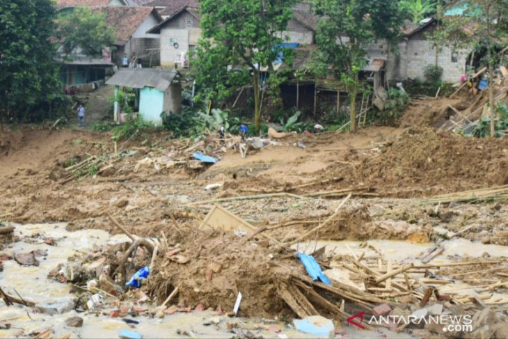 Kampung Sruduk di Bogor 'diseruduk' longsor, seorang warga meninggal