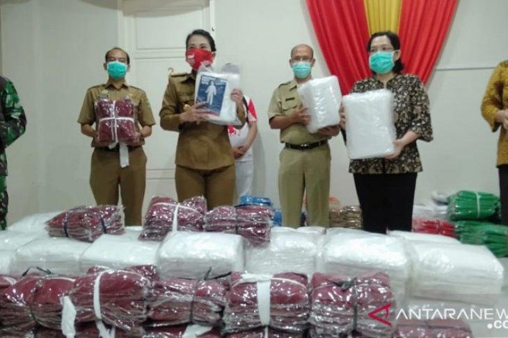Tjhai Chui Mie salurkan 1.272 baju Hazmat ke Rumah Sakit