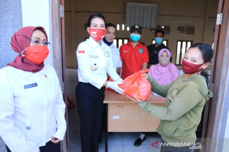 Pemerintah Kota Singkawang jual 5.700 paket sembako murah