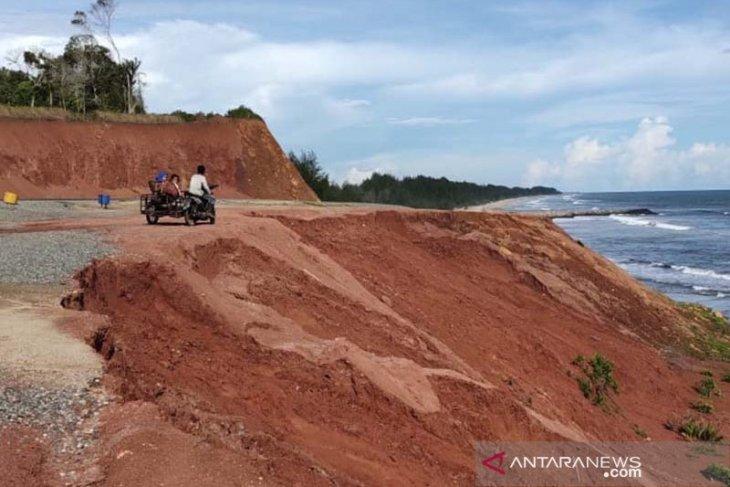 Tebing longsor, Pemkab Aceh Jaya baru usulkan anggaran perbaikan tahun 2021