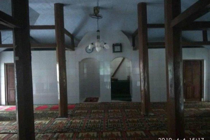 Masjid Cikoneng Menes, Pandeglang pusat syiar Islam di Banten