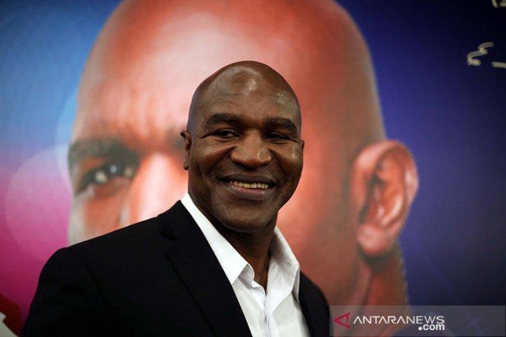 Semakin dekat, duel Holyfield vs Mike Tyson menjadi kenyataan
