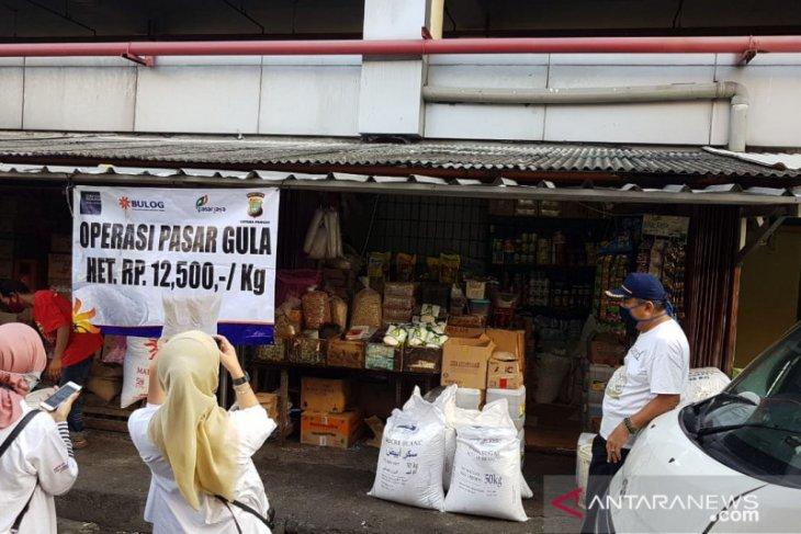 Bulog operasi pasar hingga ke Papua, harga gula maksimal Rp13.500/kg