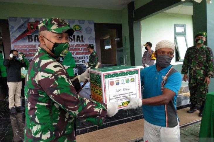 Danrem 101 Antasari salurkan bansos di Tanah Bumbu