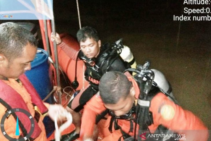 Angin kencang hantam perahu, satu orang tenggelam di sungai dan belum ditemukan