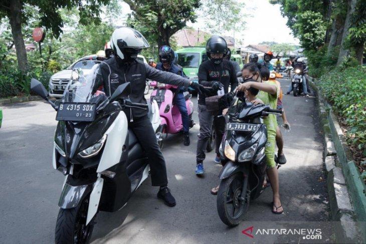 Tak patuhi PSBB, 18 warga Bogor diberi sanksi sosial bersihkan sampah