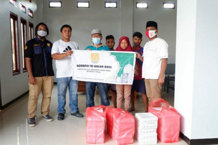 Jurnalis Malut dan HARITA Grup bagikan menu buka puasa