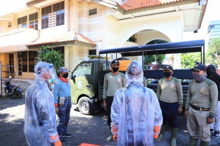 Petugas Satpol PP  dilatih terima pasien corona di Asrama Haji Surabaya