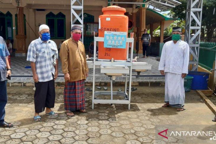 PT Timah salurkan bantuan sarana cuci tangan masyarakat umum
