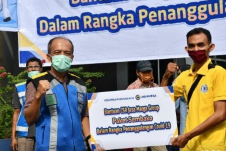 Jasa Marga serahkan bantuan paket sembako kepada masyarakat terdampak pandemi di Medan