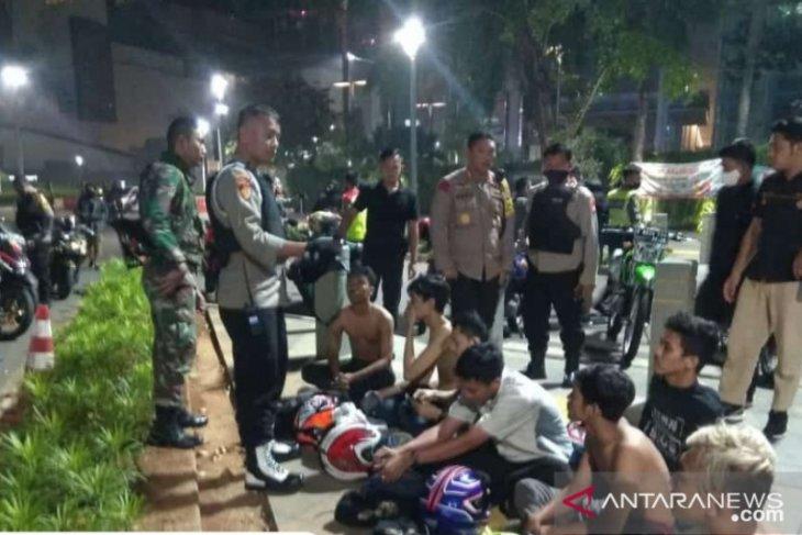 Geng motor tabrak Perwira polisi saat dibubarkan di Bundaran HI