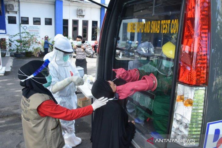 Biddokkes Polda Kalsel lakukan tes swab 129 warga di Banjarmasin