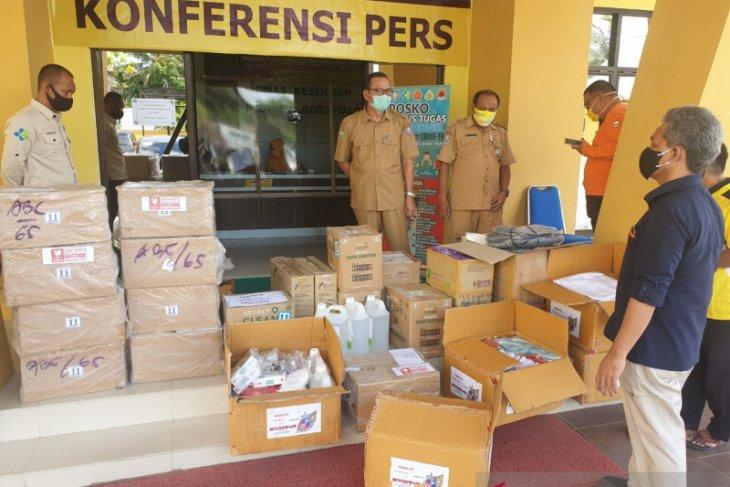 Foto - Ratusan paket APD dari Satgas BUMN Gorontalo disalurkan