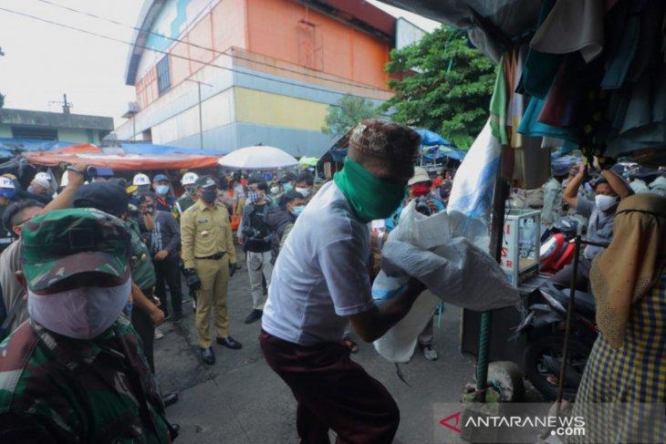 Bima Arya pimpin penertiban pedagang di Pasar Kebon Kembang Kota Bogor