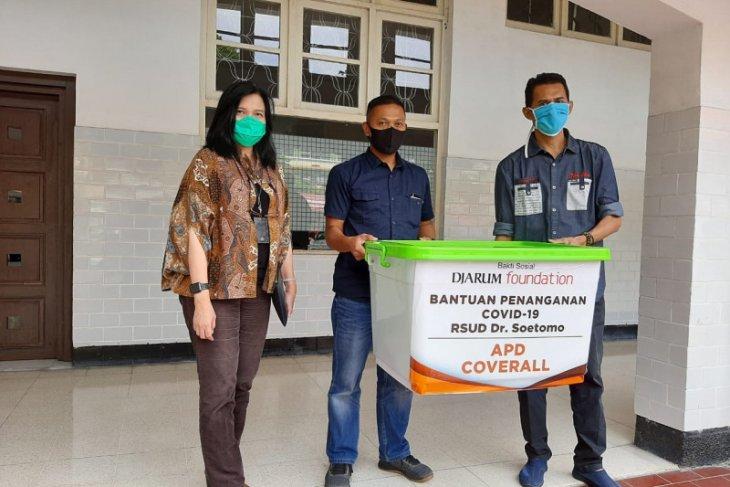 Djarum Foundation salurkan ratusan hazmat pakai ulang ke RSUD Soetomo