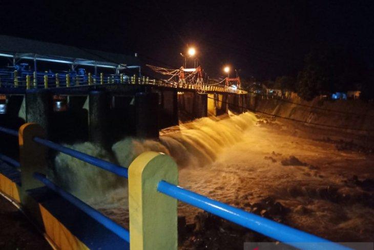 128 warga Balekambang mengungsi terapkan protokol PSBB akibat banjir