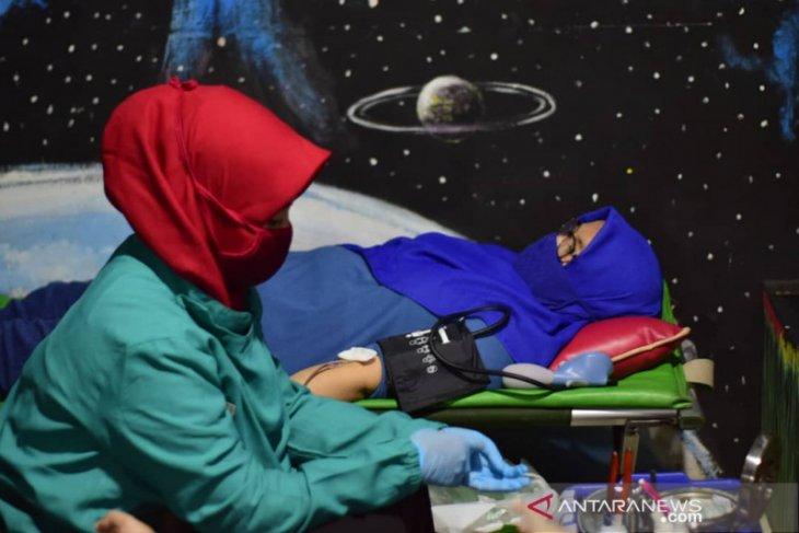 Di tengah pandemi, warga Tangerang gelar aksi donor darah bersama PMI