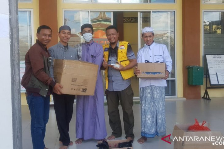 PC PMI Kota Pontianak bagikan sembako untuk masyarakat terdampak COVID-19