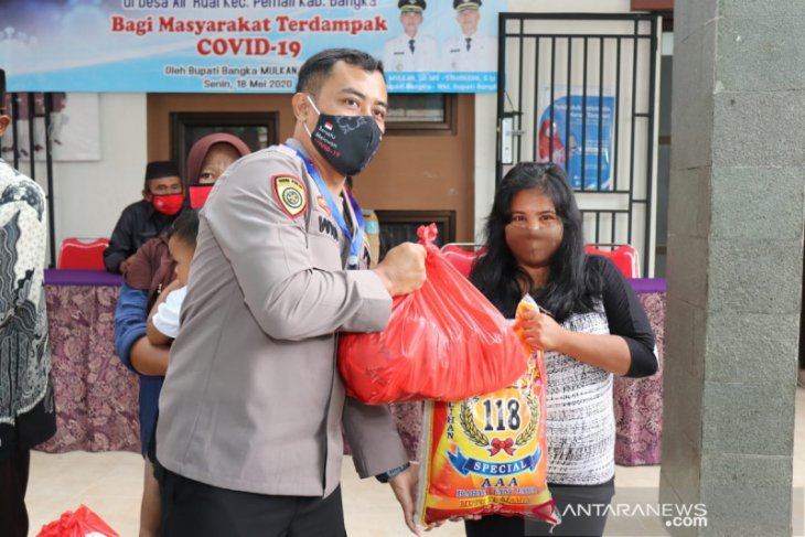 Kapolres Bangka salurkan ratusan bansos paket sembako