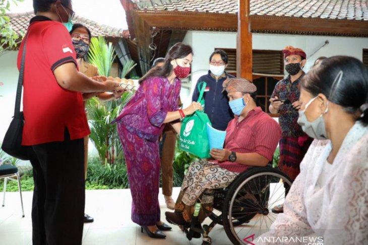 K3S Gianyar terima novel dari penyandang disabilitas