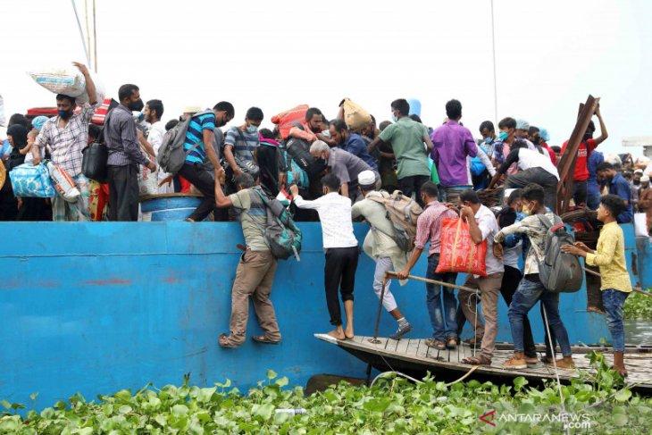 Kapal feri Bangladesh tenggelam, 5 tewas, puluhan hilang