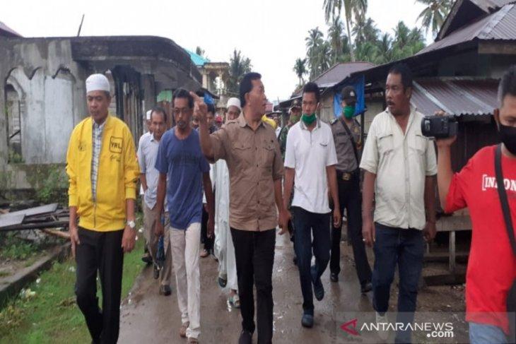 Bupati Madina salurkan bantuan bagi korban abrasi pantai Tabuyung