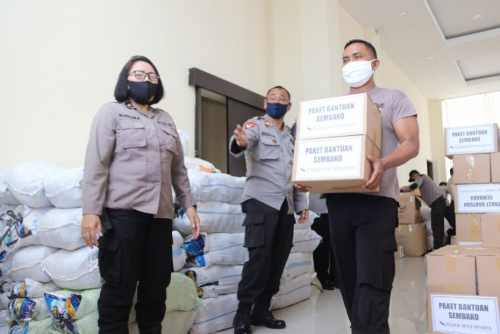 Polda Bali distribusikan ribuan APD-sembako ke jajaran