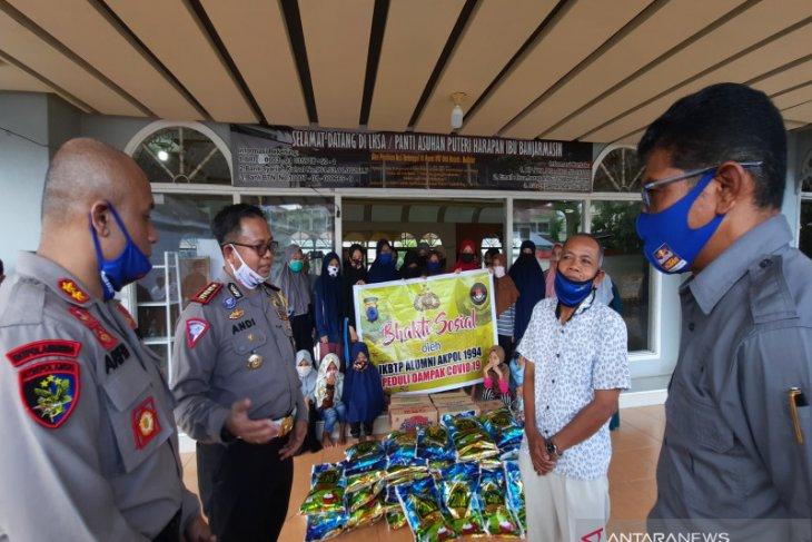 Alumni Akpol 94 peduli COVID-19 bagikan ratusan paket sembako