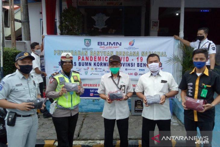 Satgas BUMN Rejang Lebong bagikan masker gratis