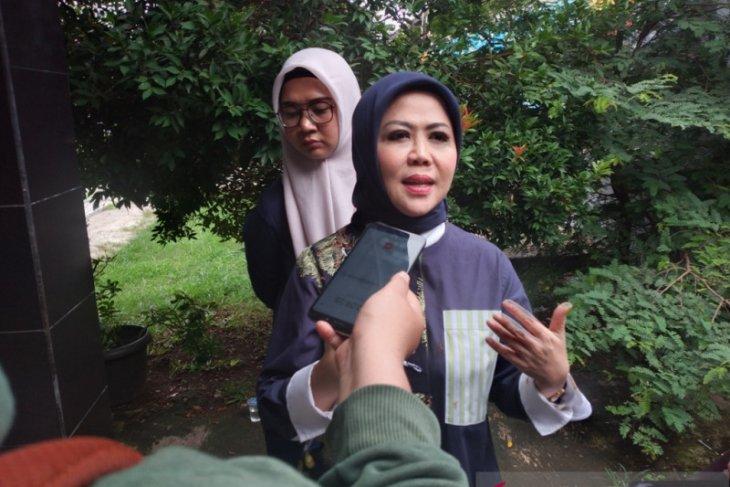 Intan Fauzi berikan bantuan sosial untuk warga Depok dan Bekasi terdampak COVID-19