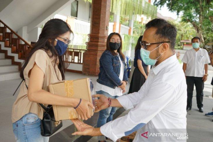 Pemkot Denpasar salurkan sembako ke pelaku pariwisata di-PHK
