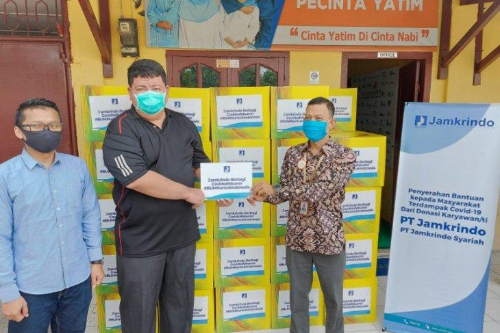 Jamkrindo Medan bagikan 100 paket untuk masyarakat terdampak COVID-19