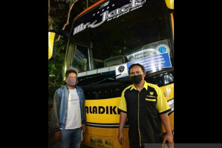 Patroli, polisi hentikan bus berstiker Kemenhub palsu