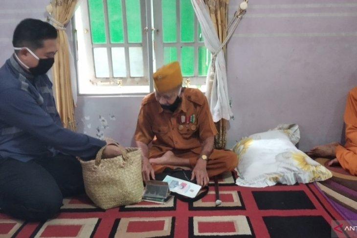 Walikota Banjarmasin serahkan bantuan sosial untuk LVRI